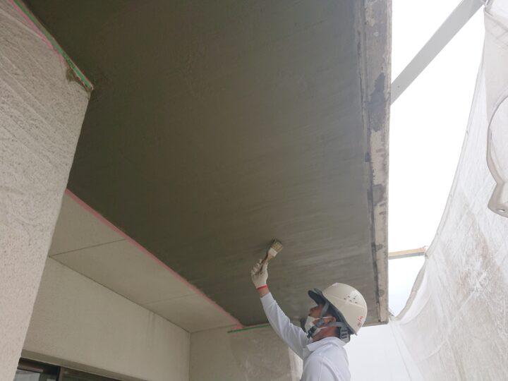 ベランダ庇爆裂補修工事